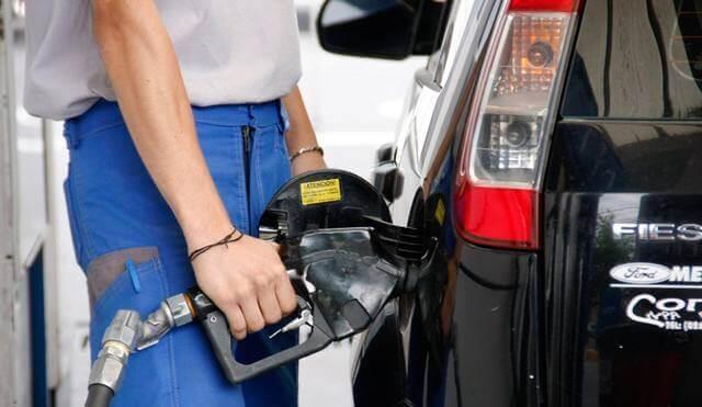 El Gobierno autorizó un aumento del 4% en las naftas