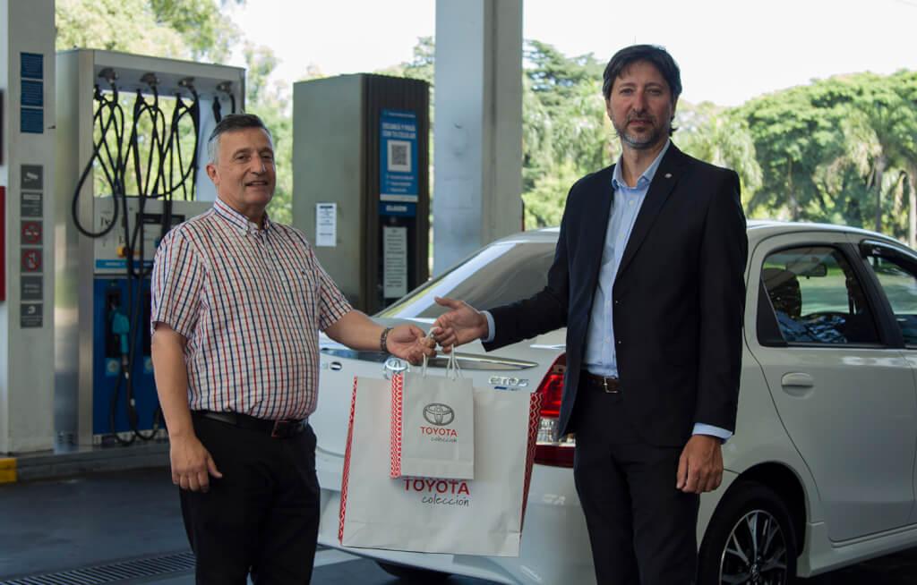 Toyota entregó el primer Etios GNC (y todos los compradores tendrán beneficios de YPF)